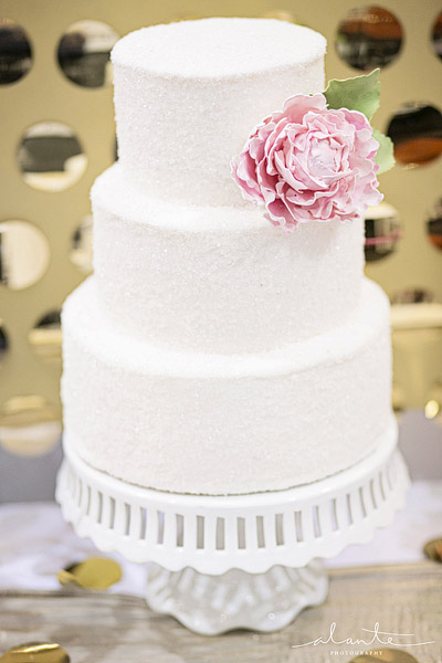 White wedding cake with gold background