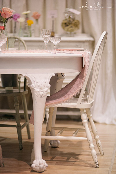 Vintage table for a wedding from vintage ambiance