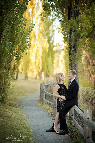 Engagement pictures on a pretty path in Seattle www.alantephotography.com
