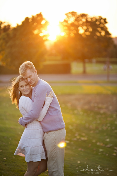 Fall colors in a Seattle Engagement Session at Sunset www.alantephotography.com